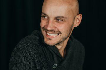 Herec brněnského HaDivadla Jiří M. Valůšek nahrává čtené texty pro vydavatelství Didaktis