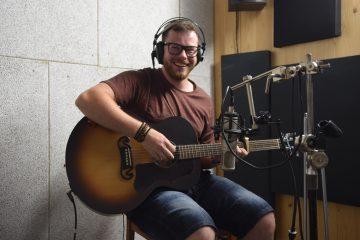 Kytarista a Zpěvák Andy Minet
