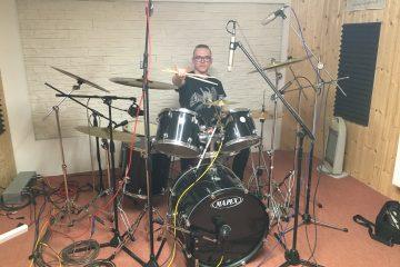 Dnes začíná nahrávat kapela z Miroslavi – AFFECTED – Bubeník / kytarista / zpěvák Mira